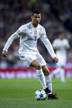 Cristiano Ronaldo of Real Madrid CF controls the ball during the UEFA Champions League Group A match between Real Madrid CF and Paris Saint-Germain at Estadio Santiago Bernabeu on November 3, 2015 in Madrid, Spain. (Nov. 2, 2015 - Source: Getty Images Europe)