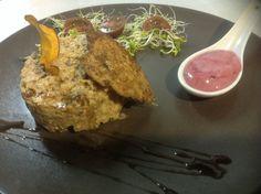 Pâté de Seitán (Elaboración casera) salsa veganesa de frutos rojos.