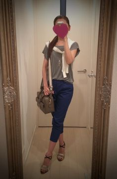 Gray T shirt with blue pants and white sweater - http://ameblo.jp/nyprtkifml