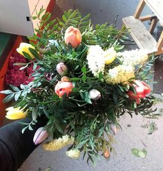 Fargerike tulipaner i bukett. 2/6