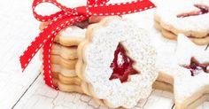 Recette de Sablés de Noël fourrés à la confiture de fraises. Facile et rapide à réaliser, goûteuse et diététique.