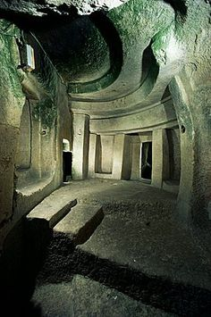 Hypogeum, Hal Saflieni, Unesco World Heritage Site, Malta. Just booked it for May never made it there last time, cant wait to see it! sure does book months in advance. Malta Island, Saint Jean, Ancient Architecture, Ancient Buildings, Ancient Ruins, Ancient Civilizations, Atlantis, Historical Sites, World Heritage Sites