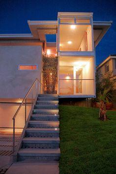 Projeto de casa inovador com a utilização de containers e alvenaria convencional. #casacontainer