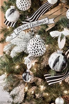 Are you searching for pictures for farmhouse christmas decor? Check out the post right here for amazing farmhouse christmas decor images. This unique farmhouse christmas decor ideas looks totally fantastic. Black Christmas, Noel Christmas, Modern Christmas, Christmas Themes, Christmas Tree Ornaments, Christmas Crafts, Christmas Decorations, Vintage Christmas, Christmas Villages