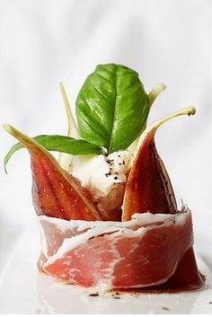 Recetas Gourmet : Higos tibios con Jamon Serrano.http://www.saborcontinental.com/2009/02/recetas-gourmet-higos-tibios-con-jamon-serrano/