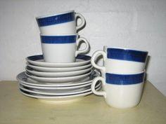 "RÖRSTRAND ""Blå Koka"" - HERTHA BENGTSON - 1956-88. #trendyenser #rörstrand #blåkoka #herthabengtsson #swedishdesign #retroporcelain #dinnerware #coffeecups #kaffekopper from www.TRENDYenser.com. SOLGT/SOLD"