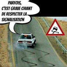 #parfois c'est #grave #chiant de #respecter la #signalisation ! #blague #humour #rigoler Image Fun, Morning Humor, I Laughed, Real Life, Funny Jokes, Haha, Funny Pictures, Messages, Motivation