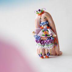 Чудо-пироженки всё-таки умудряется стоять сама) волосы помогают! Не зря отращивала) . . #кукуколка #кукланапродажу #афтарскаякукла #самапридумала #самасвязала #amigurumidolls #crochetdolls #amigurumi  #yarn  #кукла  #вязанаякукла #хендмейд #интерьернаякукла #паскаль #рапунцель #amigurumidoll #handmade #doll #вяжутнетолькобабушки #hechoamano #handmadedoll #crochet #своимируками #кукларучнойработы #хобби #weamiguru #boneca