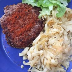 cuisinedemememoniq:  steak à la hongroise #boeuf #steak #paprika...