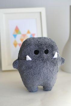 """Kuscheltiere - Monster """" Siggi """" grau zum kuscheln! - ein Designerstück von En-Fant bei DaWanda"""