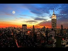 Charming New York. Extensive photographs of cities for a smartphone. New York, USA. Visit New York City, Ibiza Beach, Nyc Skyline, Night Skyline, New York Homes, Shows, Night Photography, Cityscape Photography, Photography Tips