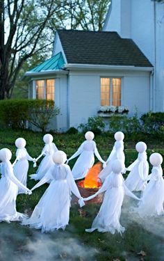 Want to really cause a scene? Treat the entire neighborhood to a circle of this lighted Set of Three Holding Hands Ghosts on your lawn—no one can miss their ominously glowing heads.