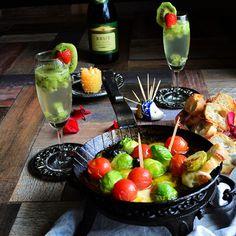 芽キャベツ、トマト、モッツアレラ イタリアンカラーの春アヒージョ と フルーツスパークリングワイン