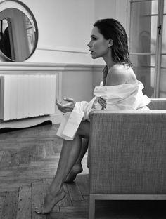 Victoria-Beckham-ELLE-UK-May-2017-Cover-Photoshoot04
