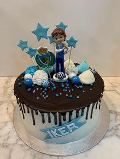 Tarta buttercream con dripp de chocolate. Birthday Cake, Cupcakes, Chocolate, Desserts, Food, Fondant Cakes, Lolly Cake, Candy Stations, Cookies