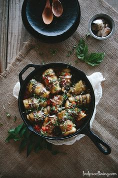 Foolproof Living I Eggplant Involtini: Thinly sliced eggplants filled with a delicious ricotta cheese filling, rolled into a bundle, and cooked in an easy-to-make tomato sauce. #vegetarian #healthyeating