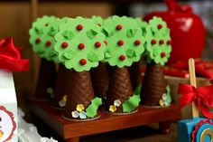 Blog Meu Dia D Mãe - Festa Infantil Recife 03 Anos Olivia - tema Branca de neve (14) Safari Birthday Party, Birthday Favors, Birthday Decorations, 2nd Birthday, Birthday Parties, Bear Party, Pig Party, Cumpleaños Angry Birds, Red Riding Hood Party