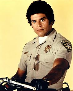 famous actors, singers from the 1970s | WORLD FAMOUS PEOPLE: Erik Estrada Biography- was on 'Chips'  Loved CHIPS!