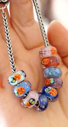 Glass charms with cute ladybugs, Melanie Moertel originals – fits on Trollbeads and Pandora jewelry. Shop: www.melaniemoertel.com