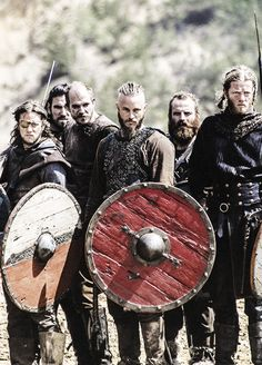 VIKINGS. I may be in love with Ragnar...