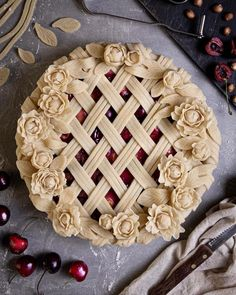 Sweet Cherry Pie, Butter Pastry, Pie Crust Designs, Pie Decoration, Pies Art, Thanksgiving Pies, Sweet Cherries, Edible Art, Cupcake Cookies
