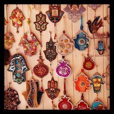Hamsa ornaments at a bazaar. Ooooo fun DIY with clay for Christmas! Arabesque, Hand Der Fatima, Hamsa Art, Ideias Diy, Bohemian Decor, Bohemian Gypsy, Projects To Try, Artsy, Shabby Chic Decorating