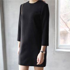 MINIMAL + CLASSIC: perfect black dress