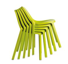 Chaises Broom chair empilées
