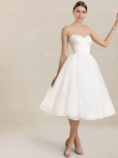 Strapless tea length wedding dress is a sweet style that is ideal for an informa. - Strapless tea length wedding dress is a sweet style that is ideal for an informal wedding party. Wedding Dress Tea Length, Tulle Skirt Wedding Dress, Tea Length Dresses, Perfect Wedding Dress, Best Wedding Dresses, Wedding Gowns, Bridesmaid Dresses, Wedding Venues, Party Wedding