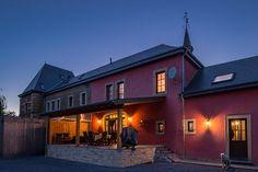 Le Château de Laclaireau, avec une couverture en ardoise naturelle CUPA 13   #Architecture #Belgique