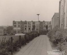 Brunssum: Flatwoningen aan de Schepenstraat/Poorterstraat. De sloop van deze woningen is in volle gang (2014) en binnenkort horen deze woningen tot het Brunssums verleden. De foto is begin 60er jaren.
