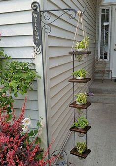Diy hanging planter - 38 DIY Garden Pots project On a Budget Diy Garden, Garden Projects, Garden Art, Diy Projects, Garden Crafts, Herbs Garden, Flowers Garden, Garden Boxes, Diy Crafts