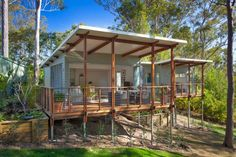 """This 592 sq. home in Queensland, Australia might be called a """"granny flat… This 592 sq. home in Queensland, Australia might be called a """"granny flat"""" because of its practicality. It seems to float among the trees. Modern Tiny House, Tiny House Design, Casas Containers, Bungalows, Little Houses, My House, Open House, House Plans, Backyard"""
