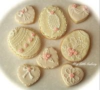 ❥ Easter egg cookies~ check out that sweet little butterfly! Roll Cookies, Cupcake Cookies, Cupcakes, Heart Cookies, Valentine Treats, Easter Treats, Scones, Russian Cookies, Cookie Cottage