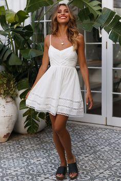 Morning Sun Dress White - Source by - White Summer Outfits, White Dress Summer, Summer Dress Outfits, Cute Outfits, Sundress Outfit, Winter Outfits, Grad Dresses, Wedding Party Dresses, Stylish Dresses