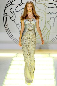 Versace - Spring Summer 2012 Ready-To-Wear - Shows - Vogue. Style Couture, Couture Fashion, Runway Fashion, Milan Fashion, Fashion Trends, Fashion Week, High Fashion, Fashion Show, Fashion Design