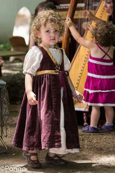 Renaissance fair costume for little girl Renaissance Fair Costume, Renaissance Wedding, Medieval Fashion, Medieval Clothing, Period Costumes, Girl Costumes, Historical Costume, Historical Clothing, Larp