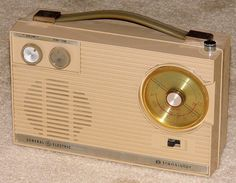 Vintage General Electric 8 Transistor Radio, Model P-925A, Broadcast & Short Wave Bands, Made In USA, Circa 1963.