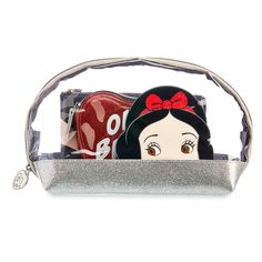 Disney x Danielle Nicole Snow White Cosmetic Case Set Disney Handbags, Disney Purse, Purses And Handbags, Cute Disney, Disney Style, Walt Disney, Alice In Wonderland Makeup, Danielle Nicole Disney, Disney Princess Gifts