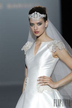 Franc Sarabia 2015 collection - Bridal - http://www.flip-zone.net/fashion/bridal/the-bride/franc-sarabia-4751