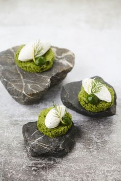 toast w/ dill and haddock mousse Food Design, Good Food, Yummy Food, Yummy Lunch, Modernist Cuisine, Bistro Food, Mousse, Catering Food, Molecular Gastronomy