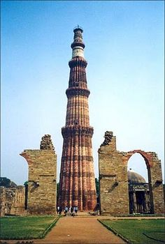 Famous tourist places in Delhi; India temples info provide the information of list of famous and best tourist places, list of famous visiting places, list of famous and best temples in Delhi, North India, India Architecture, Ancient Architecture, Amazing Architecture, Monument In India, Delhi Tourism, India Gate, Amazing India, New Delhi, Delhi India