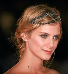 Melanie Laurent, j'aime tes cheveux! Also beautiful, natural hair (and acting) throughout the movie Beginners