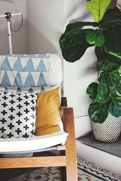 About A Space: Ally Couch's Toronto Small Space Home Living Room, Apartment Living, Uo Home, Idee Diy, Bedroom Styles, Interior Design Inspiration, Home Accessories, Small Spaces, Sweet Home