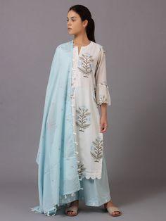 White Blue Floral Printed Cotton Suit - Set of 3 Indian Ladies Dress, Dress Indian Style, Indian Dresses, Indian Outfits, Ladies Kurti Design, Kurta Designs Women, Salwar Designs, Pakistani Dresses Party, Simple Kurti Designs