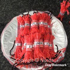 Binnenkort Een Kinderverjaardag? Bekijk Deze 12 Leuke Traktatie Ideetjes Voor Inspiratie… Party Sweets, Snacks Für Party, Easter Cupcakes, Fun Cupcakes, Wedding Cupcakes, Wild West Party, Ninjago Party, Candy Cakes, School Treats