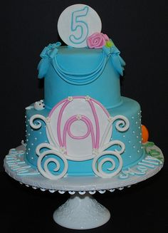 Cinderella cake love the carriage!! Good way to do a Disney cake without copyright infringement!