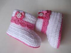 botinha feita de croche, cores e tamanhos a criterio do cliente.   tamanhos:0 a 3 meses e 3 a 6 meses !!!  informar o tamanho no ato da compra!