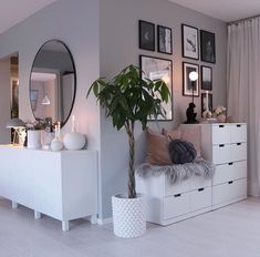61 minimalist bedrooms ideas with cheap furniture 29 61 minimalist bedroom ideas with cheap furniture 28 Home, Room Interior, Bedroom Design, Living Room Decor, Living Room Interior, House Interior, Apartment Decor, Minimalist Bedroom, Room Decor