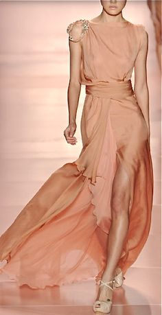 Jenny Packham blush perfection. #glamour